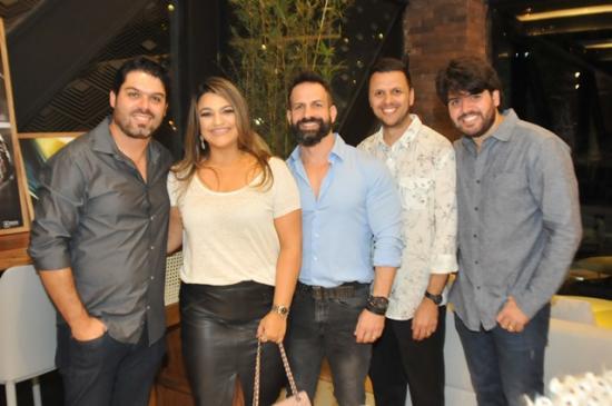 e368784cb Edgar, Ana Paula, Marcelo, Thiago e Pedro no Lançamento do Showroom.  (Crédito: Divulgação)
