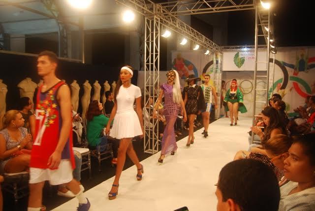 edf72a1de Ontem (06) foi dia de moda e bom gosto na Itaipava Arena Fonte Nova, com a  abertura da Expo de Moda 2016. Para marcar a ocasião, o evento contou com o  ...