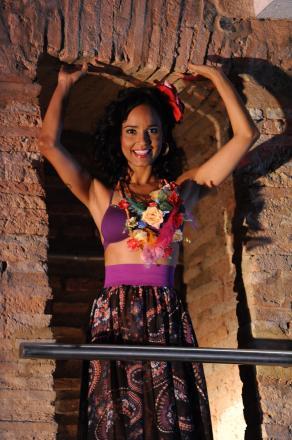 def015625212 Depois de cinco shows sequenciais, todos com presença muito eufórica do  público, a cantora Carla Visi está celebrando o sucesso do Projeto Encanto  Mestiço, ...