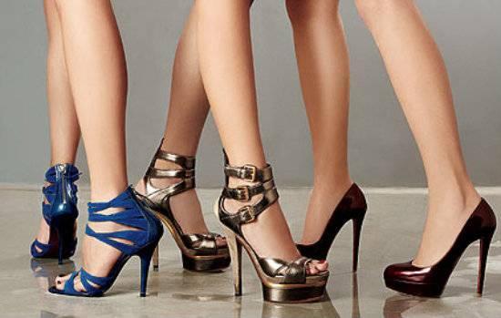 22f8521fd Qual a mulher que não se sente poderosa num salto alto? Mas esse up na auto  estima pode comprometer a saúde dos pés, é o que avaliam especialistas.