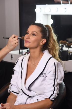 624854aec O Boticário convidou ninguém menos que Gisele Bündchen para brilhar em sua  nova campanha de divulgação da maquiagem premium Make B..